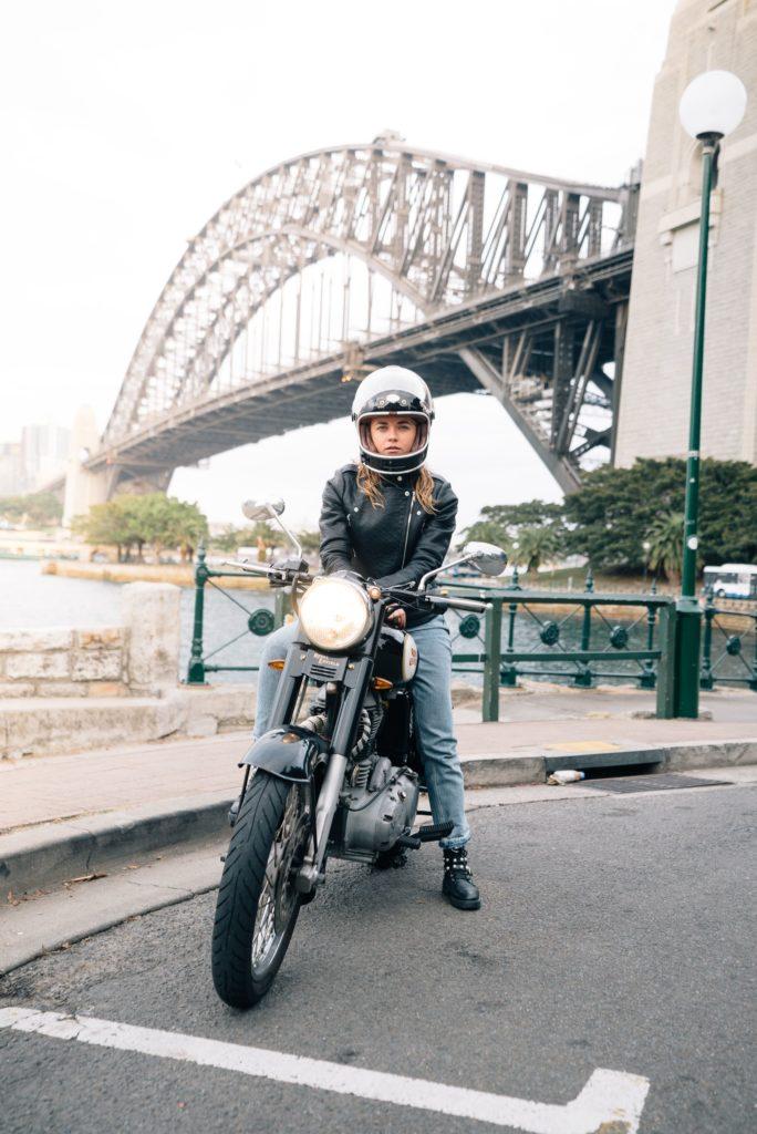 バイク 女性ライダー 白人